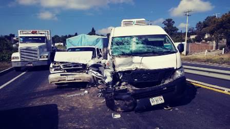 Deja dos lesionados accidente sobre la carretera a Apizaco