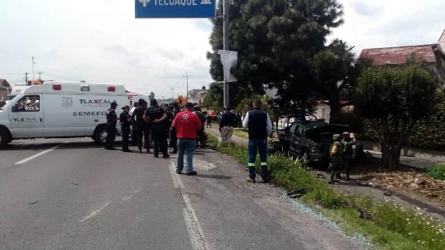 Volcadura de camioneta del Ejército deja un muerto y 6 lesionados
