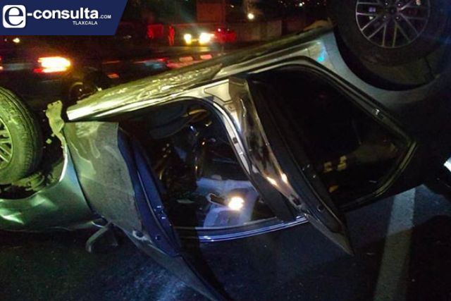 Vuelca vehículo sobre la carretera Tlaxcala- Apizaco