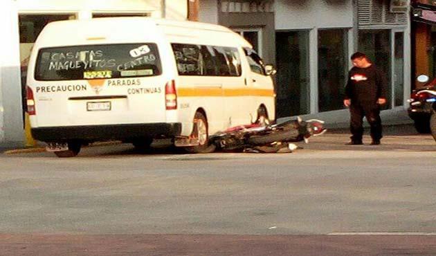 Atropella transporte público a motociclista en Zacatelco