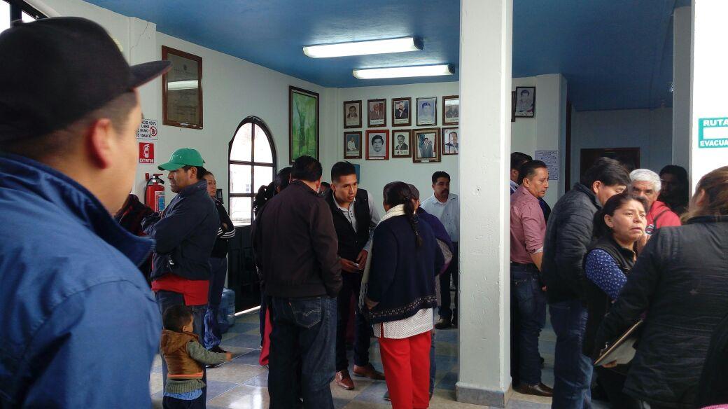Reclaman presidentes de comunidad opacidad de alcaldesa de Acuamanala