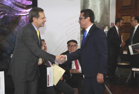Tlaxcala y Camacho se suman al nuevo acuerdo educativo