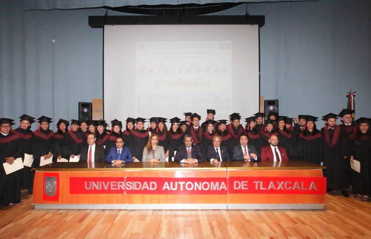 Se gradúa generación 2014-2018 de la Lic. en Ciencias Políticas y Administración