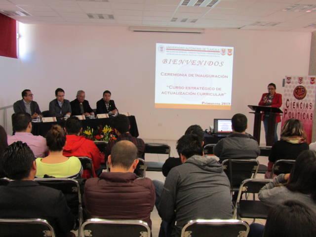 Se imparte conferencia en la UATx sobre Políticas Públicas y Comunicación