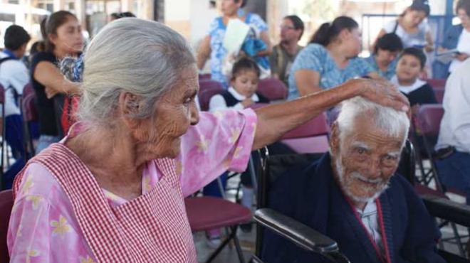 Autoridades velan por salud de los adultos mayores