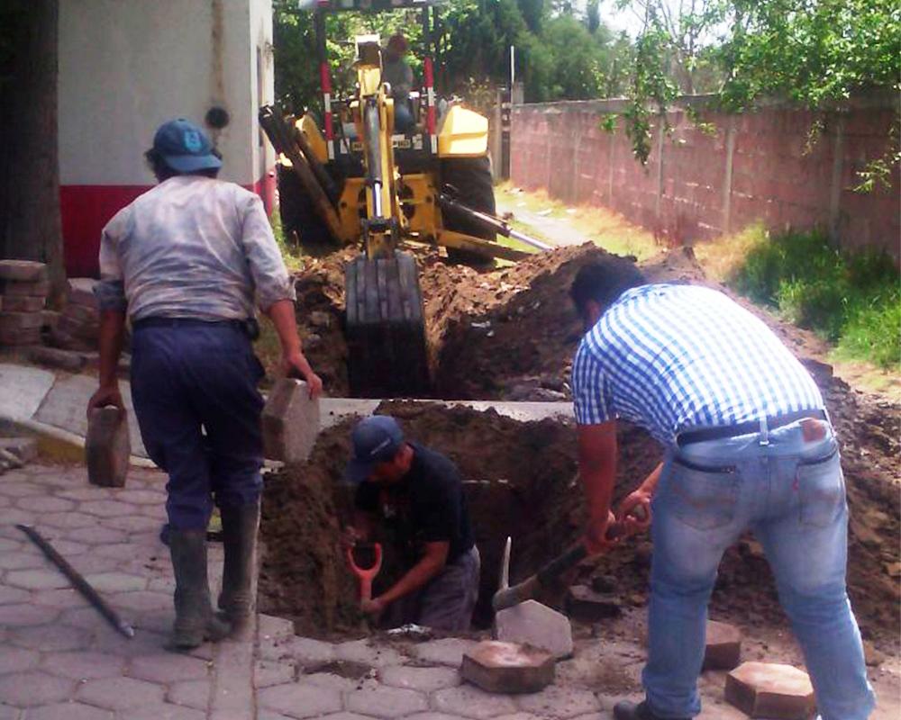 Inicia Apetatitlán trabajos de alcantarillado y agua potable