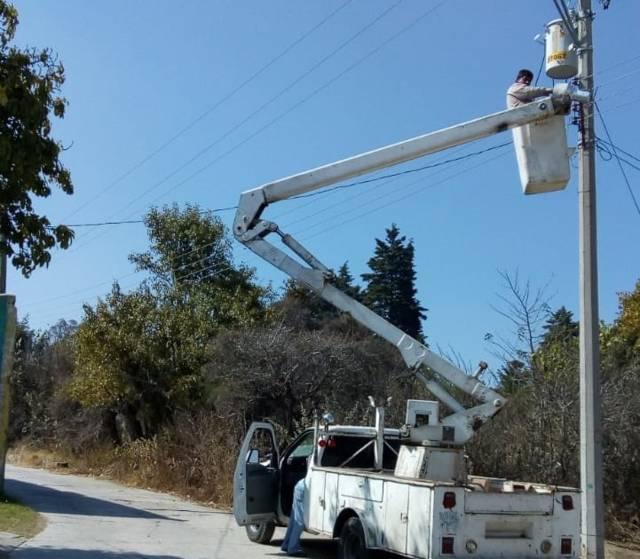 Repara Servicios Públicos municipales cerca de 20 luminarias en Acuitlapilco