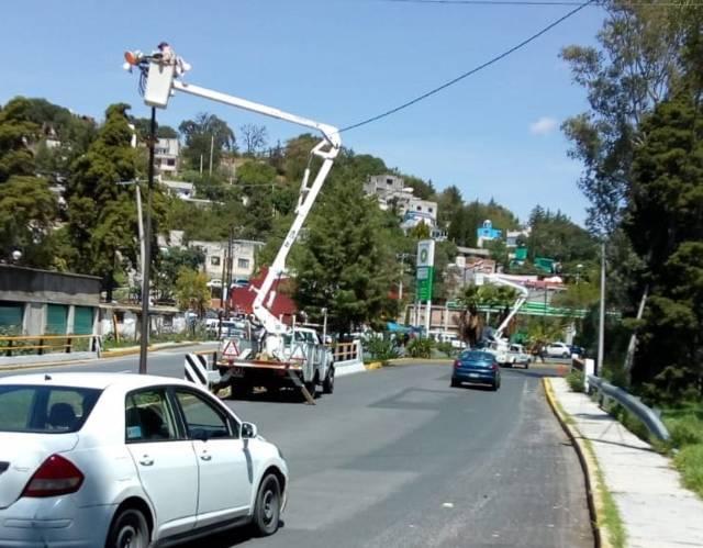 Rehabilita comuna de Tlaxcala luminarias en diversos puntos