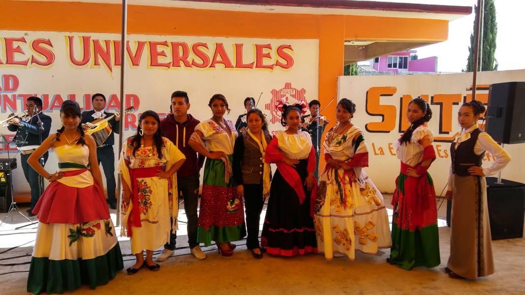 Alumnas mantienen vivas las fiestas patrias