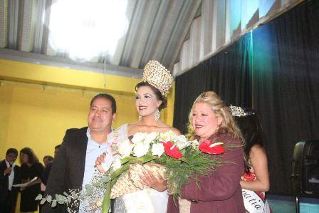 Carin Molina coronó a Verónica I como Reina de la Feria