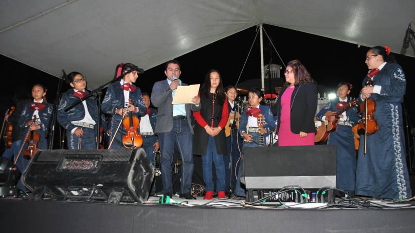 Alcalde y su esposa encabezaron celebración del Día del Amor y la Amistad