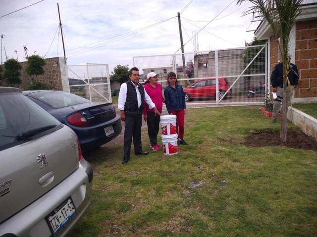 Regidor de educación contribuye al mejoramiento del jardín de niño Pablo Neruda
