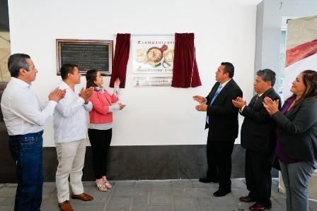 Develan placa de 500 Años del Encuentro de dos Culturas