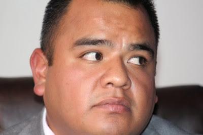 Cae estrepitosamente Ángelo Gutiérrez y se queda sin representantes y sin equipo