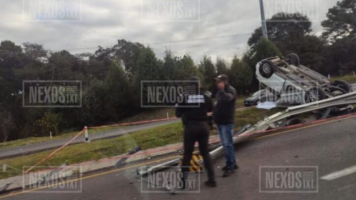 Vuelca su camioneta Mazda y pierde la vida sobre libramiento Apizaco-Huamantla