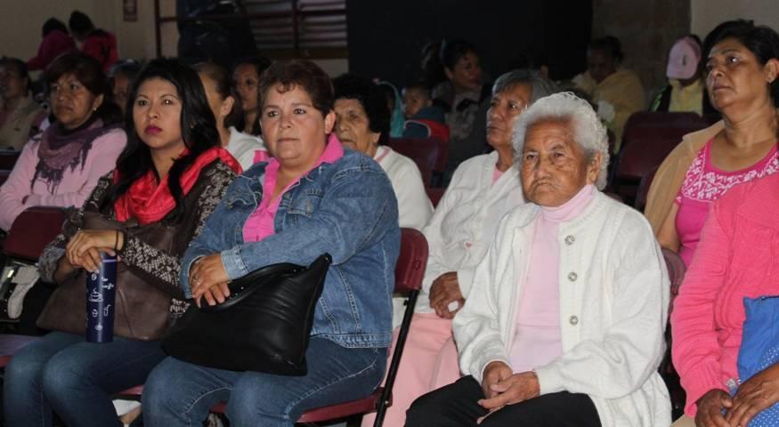 Ofreció Eloy Reyes estudios gratuitos para detección del cáncer de mama