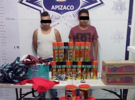 Detiene Policía de Apizaco a dos sujetos por robo a Aurrera