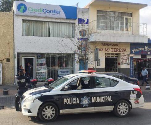 Botín de 160 mil pesos logran ladrones al asaltar Credi Confía