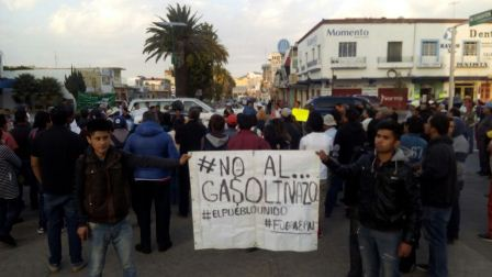 Nutrida manifestación contra los gasolinazos en Apizaco