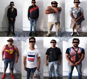 Asegura policía de Apizaco a ocho hombres por lesiones y amenazas