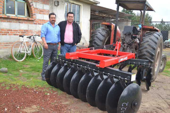 Aplica gobierno de Tzompantepec recursos para el campo