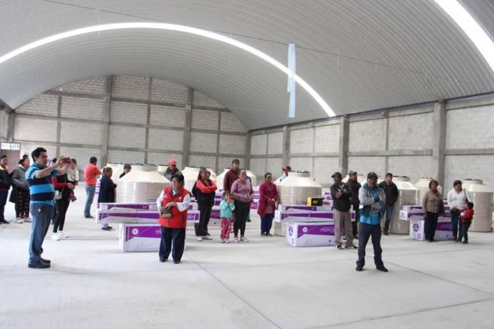 Con tinacos y calentadores solares el SMDIF apoya a familias vulnerables