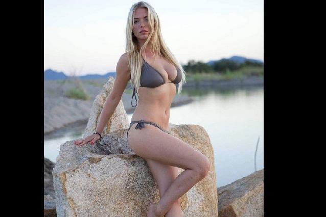 April Summers La Playmate Que Nadó Desnuda En El Océano E
