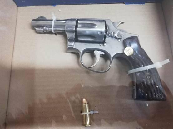Aseguran a tres personas y un arma de fuego en Tzompantepec
