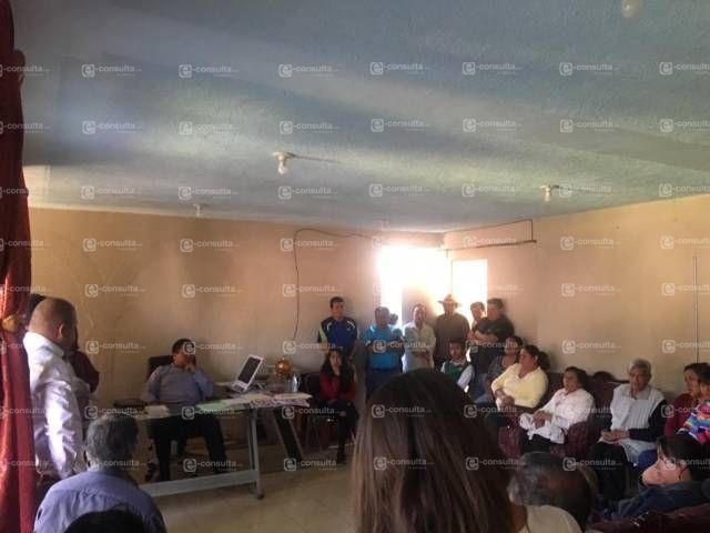 Vecinos piden salida de presidente de comunidad por inepto