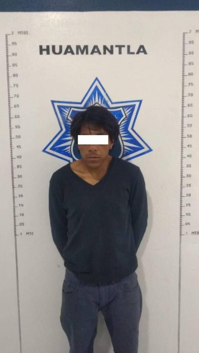 Policía municipal en flagrancia detienen a sujeto por robar a transeúnte