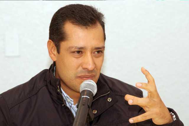 Orlando Santacruz desvió millones en Apizaco, ahora presume asesorías