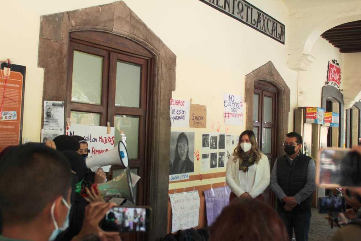 Atiende alcaldesa Mildred Vergara colectivo feminista