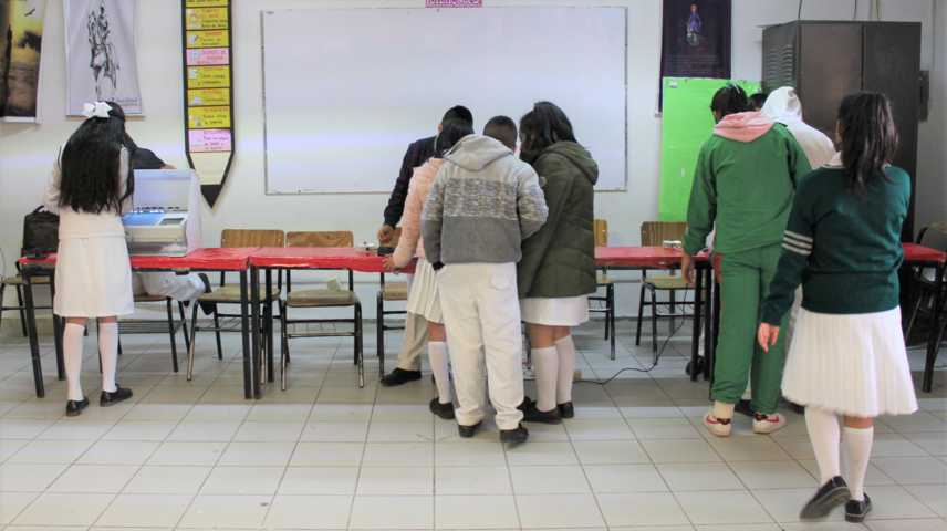 Mediante boleta electrónica del INE eligen a sociedad  de alumnos en Atotonilco