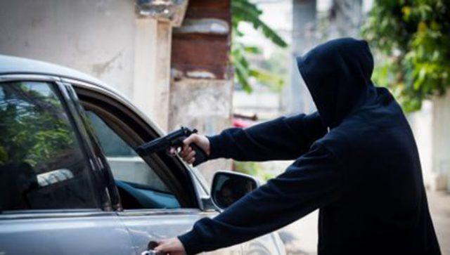 Roban vehículo con violencia en Chalma, al conductor lo abandonan en Cuauhtelulpan