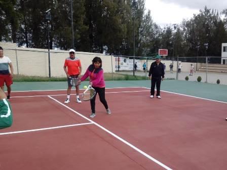 Entrega Ávalos Zempoalteca cancha rehabilitada de tenis