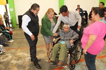 Carin Molina beneficia a grupos vulnerables de Amaxac