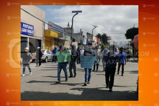 Futbolistas de San Pablo del Monte cierran la Vía Corta, piden la ejecución de una obra