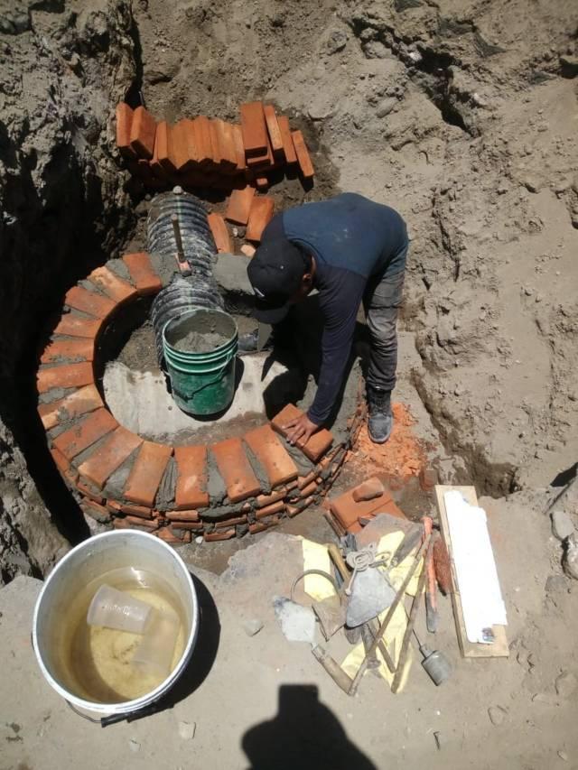 Ayuntamiento rehabilita drenaje sanitario en la calle Moctezuma de Xochicalco