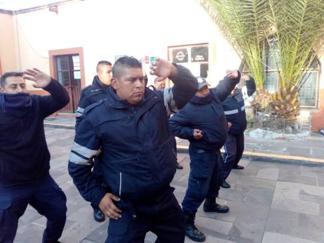 En Apetatitlán capacitan en defensa policial a elementos policiacos