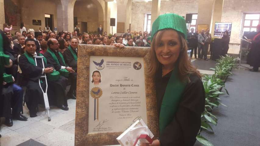 Lorena Cuéllar recibe doctorado
