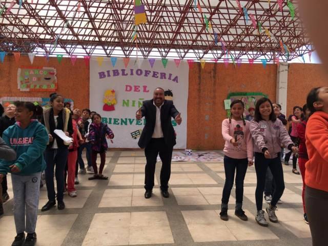 Realizan BiblioFeria en Xicohtzinco, participan más de 100 niños