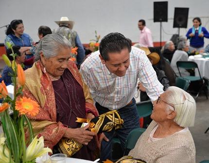 Los adultos mayores el pilar fundamental de la sociedad: alcalde
