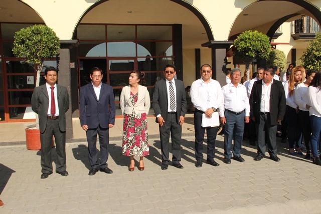 Refuerzan en Huactzinco valores cívicos con Izamiento de bandera