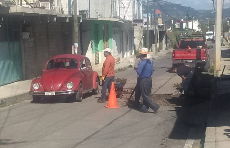 Rehabilitan avenida principal en colonia Tres Volcanes de la capital