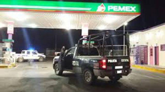 Atracan pistoleros gasolinera en Apetatitlán; policía municipal ausente