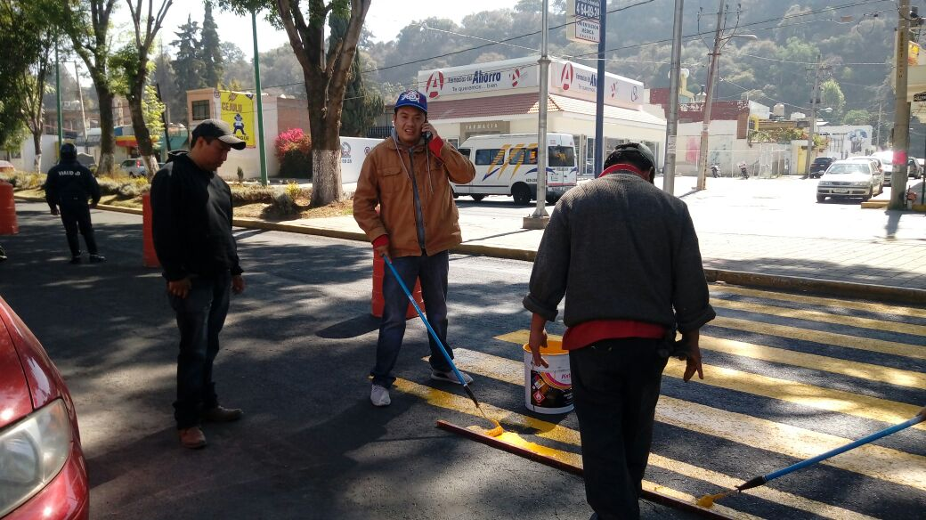 Balizan cruceros peatonales en la capital; piden a automovilistas respetar áreas