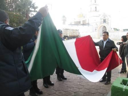 Encabeza alcalde ceremonia del Día de la Bandera