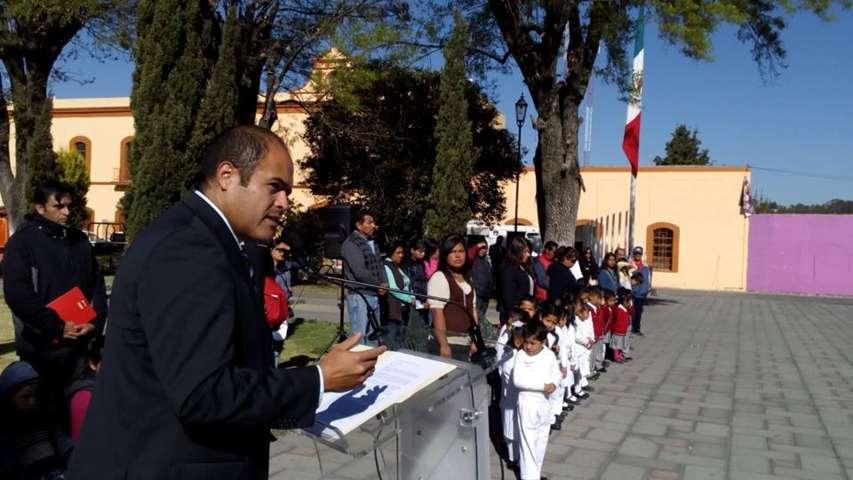 Conmemoración del Día de la Bandera en Santa Cruz Tlaxcala