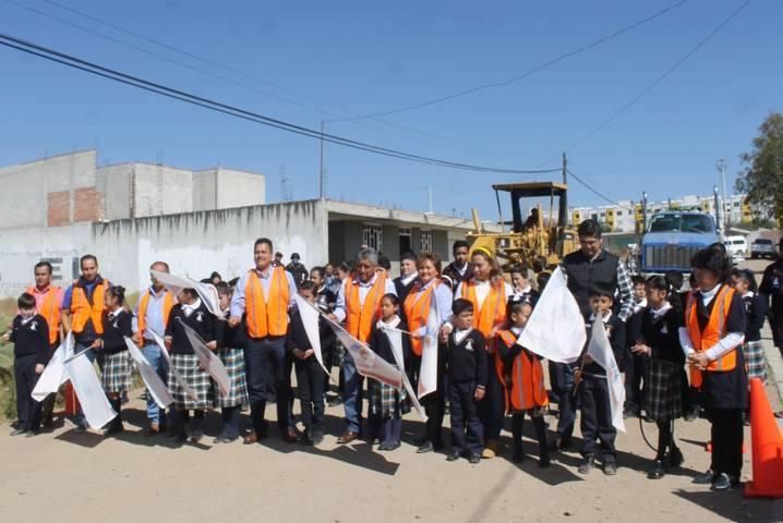 Villarreal Chairez mejora la vialidad de la avenida 16 de Zimatepec