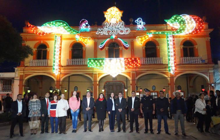 Con el bando solemne y el encendido de luces damos inicio el mes patrio: alcalde